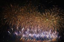 长沙 橘子洲烟火 两个小时,等待一场绚烂的烟火 站在湘江一岸,凝望橘子洲 各色烟火各色造型,美轮美奂