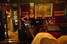 兹拉蒂博尔餐厅里的驻场表演,致敬每一位爱音乐的人!