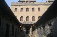"""曹家大院是明清晋商巨富曹氏家族的一座宅院,占地10600平方米,整体的布局呈""""寿""""字型,有房屋277"""