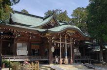 作为一个中国人,你不得不了解的一个地方  这个日本的大麻比古神社是非常奇特的,他在里面会烧用本地的大