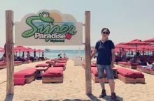 来到米岛的第二天,必须玩下天堂沙滩。兴致勃勃的开着小N来到这里。我去呀。就一块小破牌子,加一个小破沙
