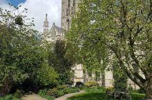 哥特式大教堂,艺术雕塑的最高宫殿,一定要去看看 在英国,有很多的教堂,但是我最喜欢的教堂还是这个