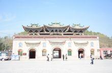 青海西宁旁边的塔尔寺是藏传佛教的宗喀巴大师的诞生地,也是一个很有特色的,比较大的一个寺庙,其酥油花制