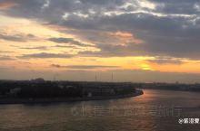 圣彼得堡的夕阳  翻看不久前的随拍点滴, 犹如在时光中穿梭漫步。  时间在变,地点也在变, 但是,记