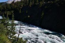 弓河瀑布,落差很小,但有气势