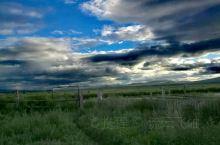小铁门外就是俄罗斯。经过室韦瓜地在离边境最近的一家休息一下,听听这里的故事。