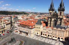 布拉格广场没有许愿池 广场上全是人 没有很多白鸽
