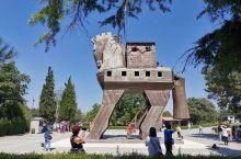 去土耳其时看了木马小时候读过的特洛伊木马故事,终于来到了它的传说地。特洛伊古城建于公元前十六世纪,在