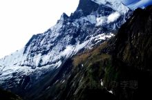 终于到了安纳普尔纳大本营。4130米是我人生到过的最高海拔。 喜马拉雅山谷,刺骨的寒风迎面扑来;在山