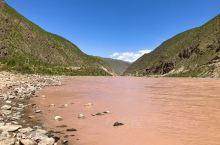 通天河,长江源头干流河段,位于青海省的玉树藏族自治州境内,河流湍急,河水含沙量大,下段称金沙江。