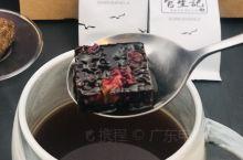 中山市的一绝官生记百年传承一块好黑糖,十根紫匠黑皮甘蔗只能熬出三小块官生记黑糖,女孩子有福气了黑糖是