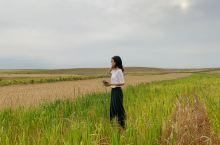 """#秋季草原更好看#  希拉穆仁草原位于内蒙古自治区达尔罕茂明安联合旗。希拉穆仁蒙古语意为""""黄河""""希拉"""
