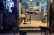 海角人家位于广东省阳西沙扒湾,主要经营各式奶菜和水果汁饮料,今天要了降脂燕麦花生汁还不错。