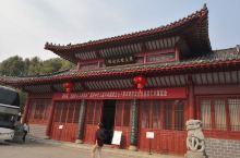 """修水县黄庭坚纪念馆是为纪念宋代""""江西诗派""""创始人、书法""""宋四家""""之一的黄庭坚而建立的纪念馆。位于江西"""