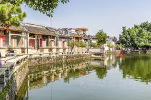 """松塘村位于佛山市西樵镇北部,至今已有近八百年的历史。村心池塘连绵,主池叫做""""月池""""。祠堂和庙宇都在旁"""
