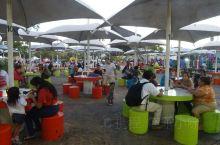 这里是坎昆的一处大型的休闲广场,这里有非常热闹的夜市,充满着各式各样的墨西哥美食。而且价格非常的便宜