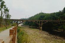 本来是出差的,赶上汀江公祭,订了离县城稍远的红府。意外收获,发现这里很适合来散心,休闲的。酒店后面有