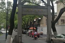 南京九华山公园坐落于玄武湖畔,九华山顶峰海拔61米,九华山公园面积12.9公顷,登上山峰可以东眺钟山