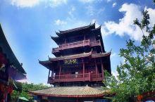 天子阁是张家界天子山的著名景点,为一人工建筑,在天子阁可以眺望天子山去全景,场面非常壮观。天子阁高3