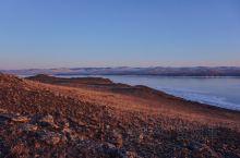 西伯利亚,听着多荒凉的一地儿。想去西伯利亚,更多是因为贝加尔湖。  奔着蓝冰和气泡冰前往贝加尔湖,最