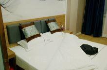 酒店不错,卫生干净,服务热情,价格低,挺划算的,下次来万邦,还回选这家酒店。