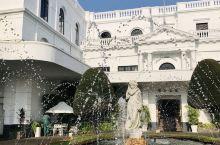 作家毛姆喜欢常住的斯里兰卡拉维尼亚山遗产酒店。  岛内有几家大的多元化集团都拥有多个酒店项目,从运营