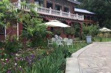 从丙察察穿过来就是进入藏区了,波密博窝度假村是这一路最好的酒店。新式的整体设计,把自然风光与休闲设施