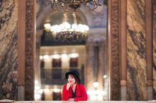 加尼叶歌剧院——奢华的艺术享受 巴黎歌剧院又名加尼叶歌剧院,是曾经法国上流社会欣赏歌剧的场所,是著名