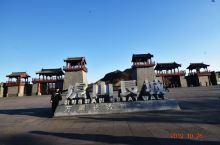 万里长城东端起点——虎山长城,位于丹东市城东十五公里的鸭绿江畔,始建于明成化五年即公元1469年,当