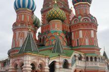 到俄罗斯自由行除非特别有钱,可以随时随地打车外,强烈建议乘坐地铁,办理一张地铁卡,一卡在手,可以乘坐