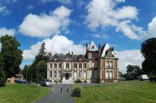 法国农庄。在法国西北诺曼底的一个小镇上度过了法国国庆节(7.14),宿古堡酒店,邻农场、牧场,清早散