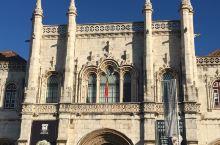 里斯本的热罗尼修道院,在葡萄牙是非常出名的。不仅是因为这座修道院宏伟的建筑规模,内部装饰也是相当精美