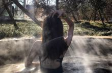 亚布力的森林温泉,稍微适应一下温度之后就去了室外的温泉,不得不说,室外温泉是个拍照的好地方,虽然是冬