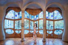 巴特罗之家 高迪的梦幻世界海洋之屋  这是一座充满了幻想的房子,却又远远超乎了你的想象。 日光天井、