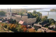 匈牙利的隗宝不止布达佩斯。蓝色多瑙河流淌在这片土地上,从多瑙河小镇逛起才能深度领略这个国家丰富多彩的