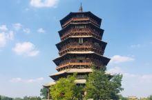 应县木塔,榫铆结构的全木质结构,斗拱设计,一层的立柱没有插入地下,反而拥有很好的抗震作用,现在只有一