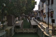 """同里古镇,旧称""""富土"""",唐初改为""""铜里"""",宋时将旧名拆字为""""同里""""。不同于周庄的闻名天下,不如乌镇搬"""