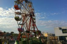 伊兹密尔游乐场一景 ———土耳其 略显简易些,我们的游乐场设施要好些……~@