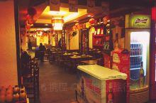 舌尖下的美食-湘菜  老湘村,这是一家湖南的菜系,以湘菜为特色,闻名四方。  我想很多人都知道,每个