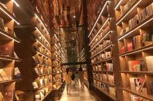 唐庄·城市温泉。作为一个温泉酒店,里面的管理是可圈可点的,设施完善,有书吧,有太空舱,有mini小屋