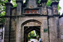 南浔古镇隶属于湖州市,地处江浙两地的交界,曾经是蚕丝名镇,由至今保存的辑里湖丝馆可见一斑。 南浔古镇