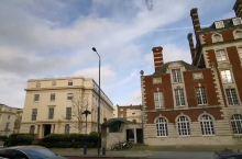 英国皇家音乐学院。  推荐理由: 金碧辉煌,无比美丽。天气开始放晴了,心情更加明媚敞亮。这个世界,很