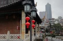 贵阳地标打卡必去,甲秀楼,烟雨中———甲秀楼在贵州省贵阳市城南的南明河上,以河中一块巨石为基而建,是