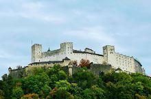 奥地利 萨尔茨堡要塞。有着久远历史的萨尔茨堡要塞位于萨尔茨堡老城的山上,是萨尔茨堡城内的标志性建筑,