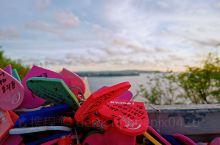 关岛作为老牌海岛,人少水清价廉物美,和朋友们一起来度假再惬意不过。跳伞、开飞机、海上活动都让人意犹未