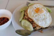 部分在老挝的早中晚餐,还有夜市的烧烤。总体来说,价格超便宜,尤其是各种肉类和水果!味道嘛,不用多想,