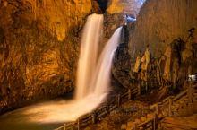 雌雄飞瀑   昆明九乡风景区内的阴翠峡、惊魂峡,是雄、险、奇、秀的峡谷。九乡境内森林茂密,珍贵动、植