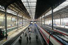 巴塞尔是仅次苏黎世,日内瓦的瑞士第三大城市,这里也是三国的交界,与法国,德国相接。从德国到瑞士,无需