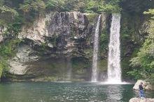 济州岛天帝渊瀑布,门票几钱不记得,反正不贵,2  3000的样子,依山的一个公园,住的不远的话来散步
