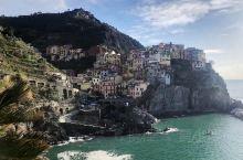 意大利必来的打卡胜地也是摄影爱好者的首选五渔村,不可思议的是一个依山傍水的小村庄,五彩缤纷的撞色小屋